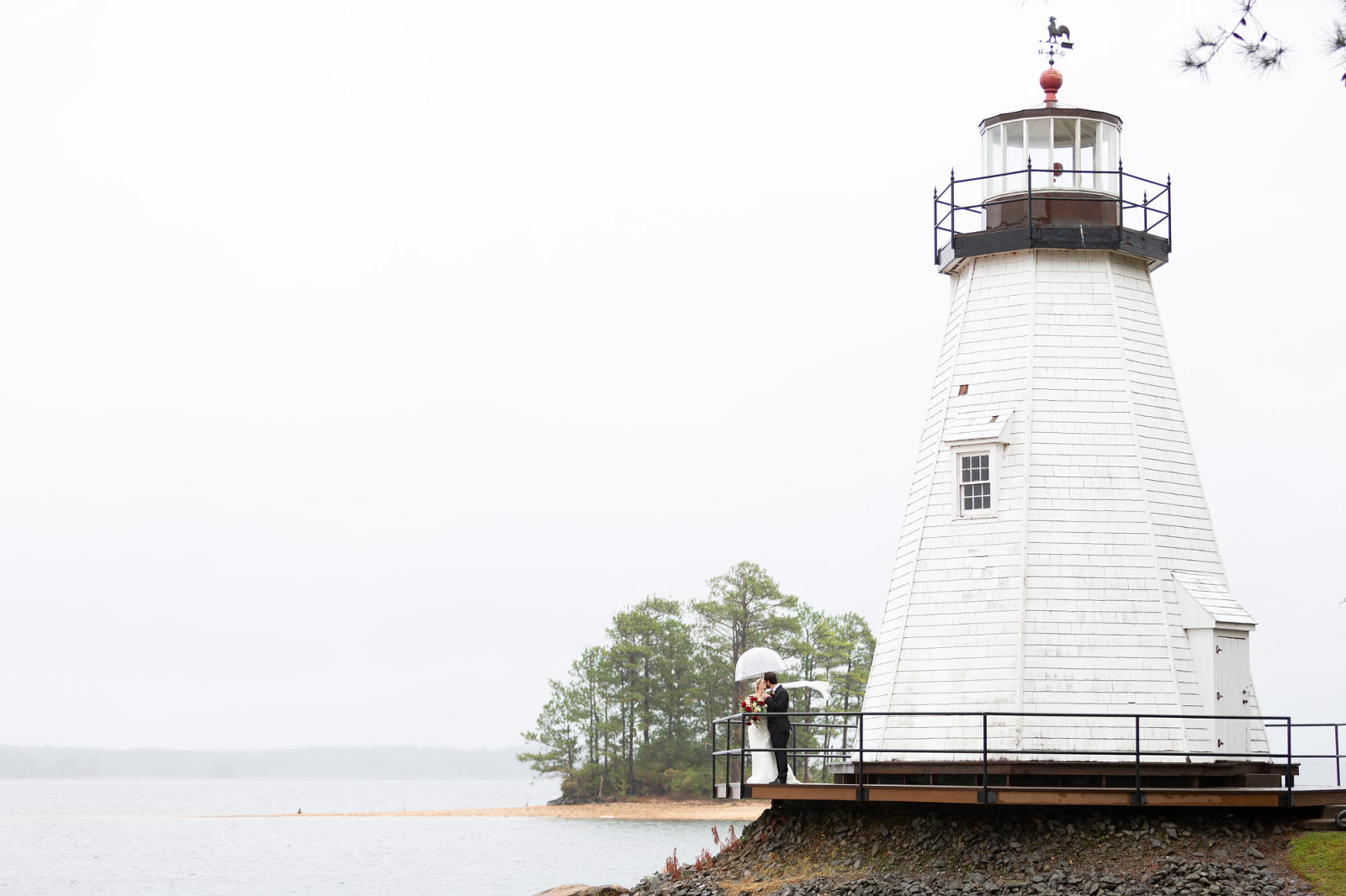 lake martin lighthouse with bride and groom